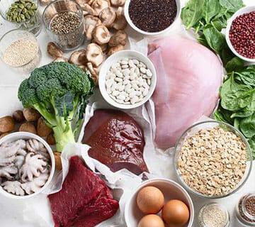 Mat rik på järn så som blodpudding, kött och ägg